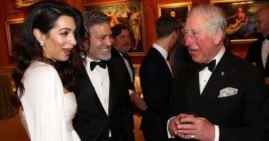 عروس قصر باكنجهام.. أمل كلونى تتألق بالأبيض فى حفل عشاء الأمير تشارلز.. صور