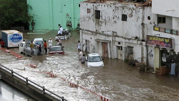 مصطفى بكري يناشد القوات المسلحة بالتدخل لإنقاذ العالقين بسبب السيول