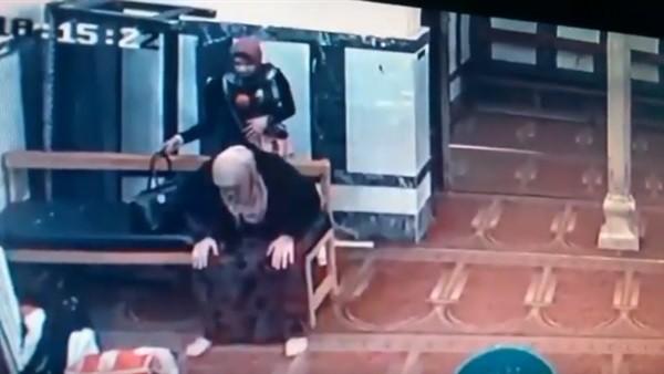 أول تعليق لضحية واقعة السرقة داخل مسجد في الإسكندرية ..فيديو