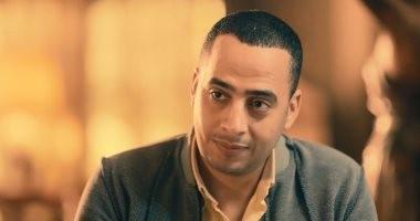 """فيديو.. مشهد مؤثر بعد وفاة عصام السقا وانهيار البزاوى فى """"أبو جبل"""""""