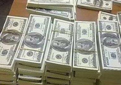 ضبط عامل بحوزته 13 ألف دولار أمريكي بالإسكندرية