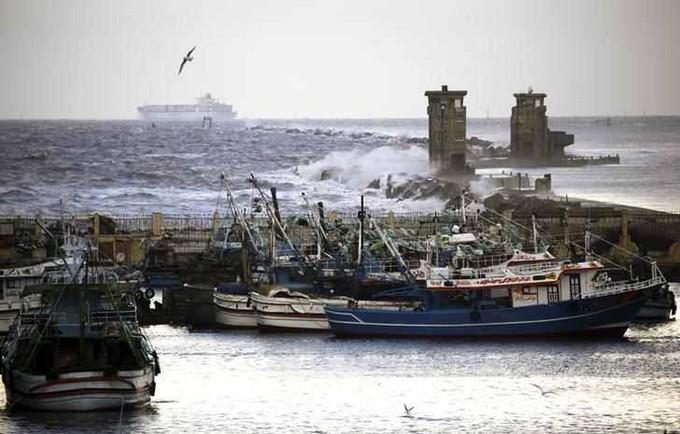 إغلاق بوغازي الإسكندرية والدخيلة لسوء الطقس