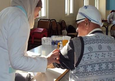 توقيع الكشف الطبي على 1448 حالة خلال قافلة طبية بمطاي في المنيا