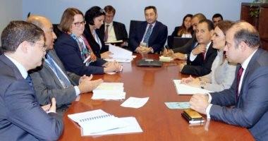 سحر نصر تبحث مع رئيس البنك الأوروبى إنشاء مجلس الاستثمار الأجنبى فى مصر
