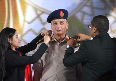 خبير مراسم عن ترقية وزير الدفاع بمؤتمر الشباب: من حق الرئيس كسر القواعد
