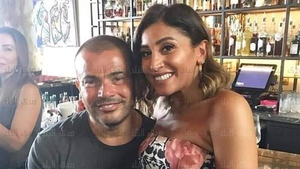 شاهد.. والد ووالدة دينا الشربيني يحتفلان بعيد ميلادها برفقة عمرو دياب