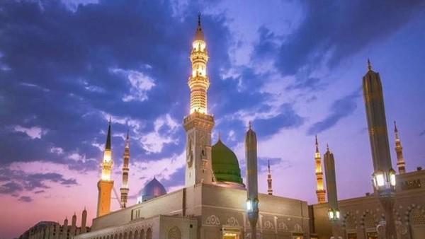 في نهار رمضان.. شجار عنيف أمام المسجد النبوي.. فيديو