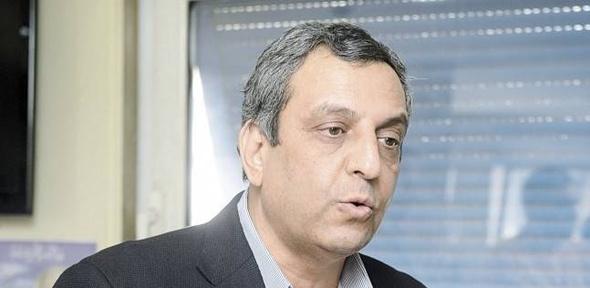 19 نوفمبر الحكم على نقيب الصحفيين وآخرين لاتهامهم بإيواء مطلوبين أمنيا