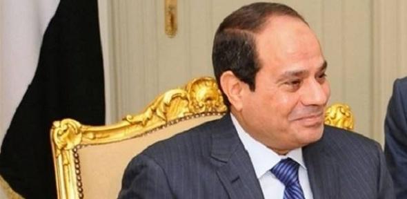 """""""بن فهد"""" يهدي السيسي قلادة السياحة العربية من الطبقة الممتازة"""