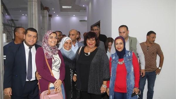 وزيرة الثقافة تشهد أبو كبسولة أثناء زيارتها للإسكندرية.. صور