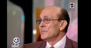 بالفيديو.. محمد صبحى يبكى على الهواء: انتظر الطائرة لأسافر لزوجتى الراحلة
