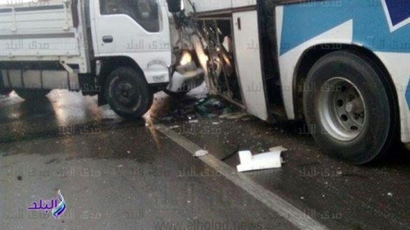 الإسعاف تصل لنقل مصابى حادث طريق القاهرة - الإسكندرية الصحراوي