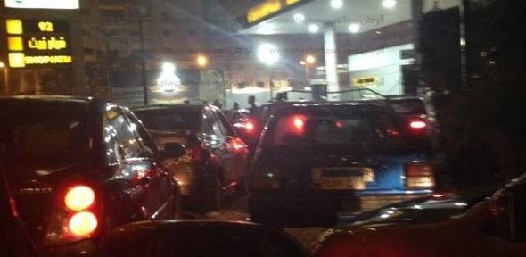 بالصور| زحام على محطات الوقود في الجيزة