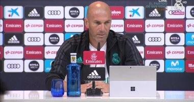 زيدان يرفض التركيز مع نتيجة مباراة برشلونة وأتلتيكو.. وسعيد بعودة بنزيما