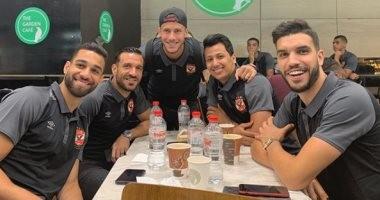 شاهد.. لاعبو الأهلى فى مطار القاهرة استعداداً للسفر إلى أسبانيا