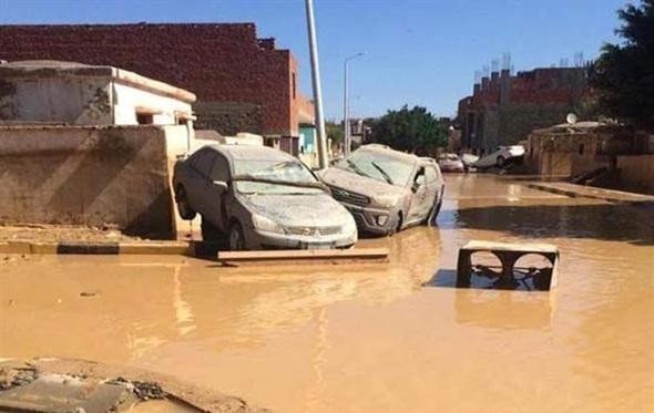 القوات المسلحة تشارك في رفع آثار السيول برأس غارب وسوهاج