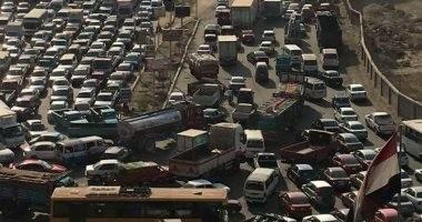 زحام مرورى بالأوتوستراد بسبب إغلاق نفق زهراء المعادى لإجراء أعمال صيانة