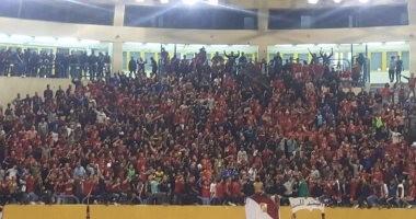 """صور وفيديو.. """"الأولتراس"""" يؤازر سيدات الأهلى أمام سبورتنج بنهائى كأس مصر لليد"""