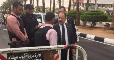 بالصور..وزير الداخلية يتفقد الخدمات الأمنية بشرم الشيخ