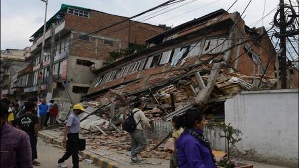 شاهد.. لقطات حية لزلزال وسط إيطاليا بقوة 6.6 ريختر