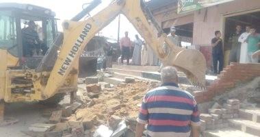 """صور..""""الإسكان"""" تنظم حملات لإزالة مخالفات البناء فى القاهرة الجديدة وبرج العرب"""