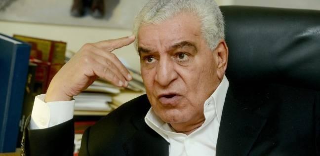 """""""حواس"""" ورئيس """"أبحاث مصر اليوم"""" يوقعان كتاب """"الجيزة والأهرامات"""""""