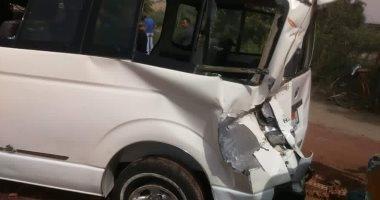 مصرع شخصين وإصابة 7 فى إنقلاب سيارة بطريق القصير قفط