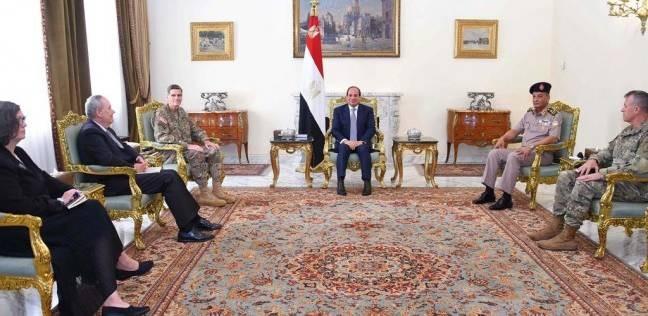 السيسي يستعرض جهود مكافحة الإرهاب مع قائد القيادة المركزية الأمريكية
