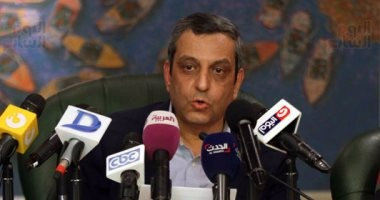 نقيب الصحفيين يهدد بإلغاء اللقاء المفتوح عقب هتافات مخالفة لجدول الأعمال