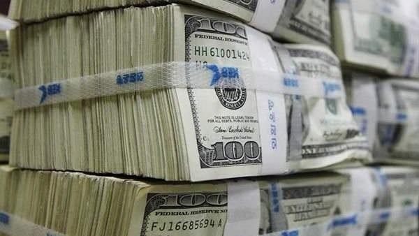 6 أسباب أدت إلى تراجع الدولار أمام الجنيه.. تعرف عليها