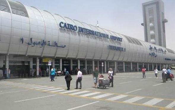 إحباط تهريب 21 ألف دولار من مطار القاهرة للإمارات