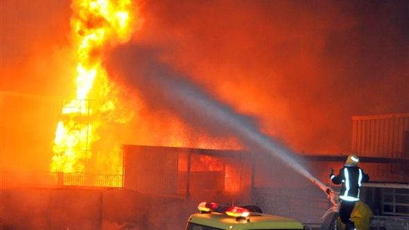 مدير أمن الغربية يتفقد موقع حادث حريق محطة وقود بطنطا