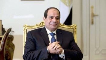 بندر بن فهد يمنح السيسى قلادة السياحة العربية