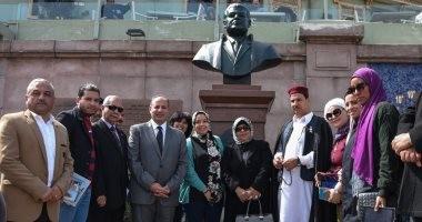 صور .. محافظ الإسكندرية يفتتح تمثال أحمد زويل تخليدا لذكراه
