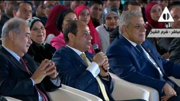 """الرئيس السيسي لـ""""الشباب"""": """"لازم نتعود نسمع بعض ونطول بالنا"""".. فيديو"""