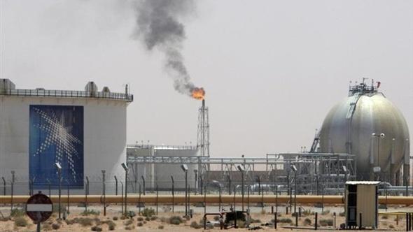 """رويترز:""""أرامكو"""" أبلغت مصر بالتوقف عن إمدادها بالمواد البترولية """"لحين إشعار آخر"""""""